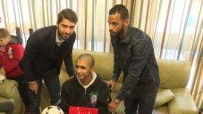 دیدار باشگاه المپیاکو به همراه انصاری فرد از بیماران سرطانی