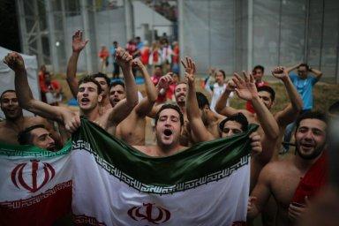 شادی اعضای تیم ملی واترپلو پس از کسب مدال برنز