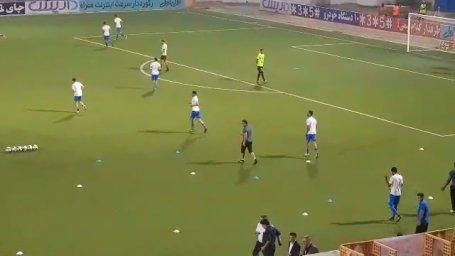 ورود و گرم کردن دو تیم نساجی و استقلال پیش از بازی