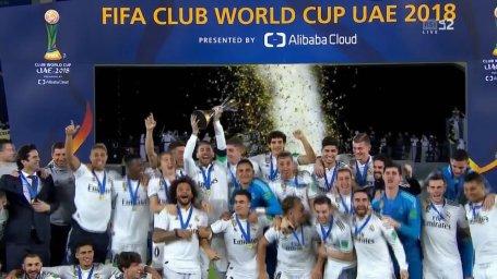 لحظه بالا بردن جام قهرمانی باشگاههای جهان توسط راموس