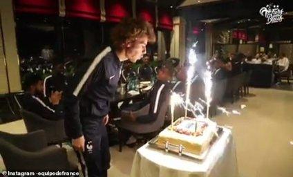 جشن تولد گریزمان در اردوی تیم ملی فرانسه