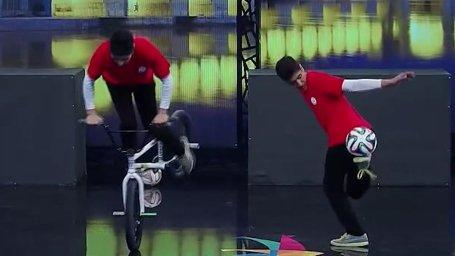 حرکات نمایشی با دوچرخه و توپ فوتبال در مسابقه عصر جدید