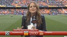 برخورد ناگهانی توپ با خبرنگار نشریه گل پیش از آغاز بازی والنسیا - آرسنال