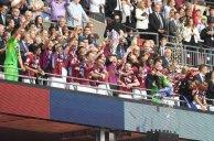مراسم اهدای جام قهرمانی به تیم استون ویلا