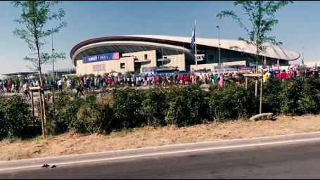 رود جمعیت به سمت ورزشگاه متروپولیتانو در حرکت است