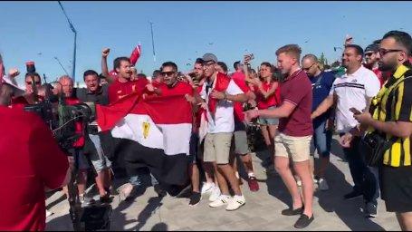 تشویق محمدصلاح با شعار ویژه؛مصری و غیر مصری