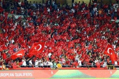 جو فوق العاده ورزشگاه ترک آرنا در بازی ترکیه