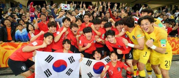 کرهایها به دنبال صعود به فینال جام جهانی