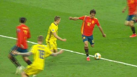 گل سوم اسپانیا به سوئد ( اویارزابال)