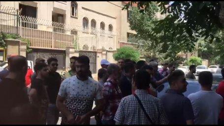 تجمع هواداران پرسپولیس جلوی باشگاه در اعتراض به ناکارآمدی مدیران تیم