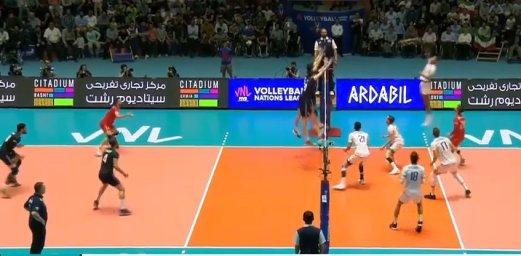 رالی تماشایی در بازی والیبال ایران - فرانسه