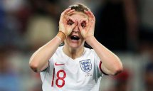 شوخی اسپایدرمنی با گلزن تیم زنان انگلیس (عکس)