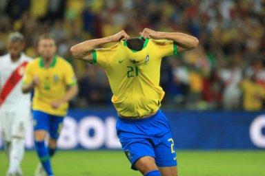 گل سوم برزیل به پرو توسط ریچار لیسون (پنالتی)