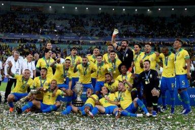 مراسم اهدای مدال و جام قهرمانی کوپا آمریکا به برزیل