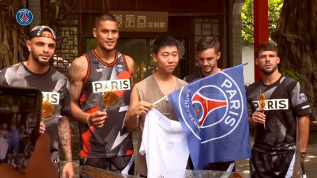 گشت و گذار بازیکنان پاریسنژرمن در چین