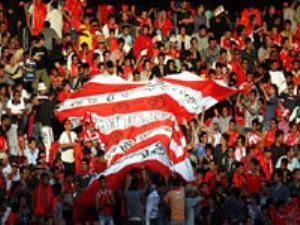 هواداران پرسپولیس در حال تسخیر استادیوم تختی