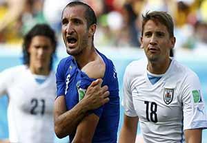 گاز گرفتن های دیوانه وار در دنیای فوتبال
