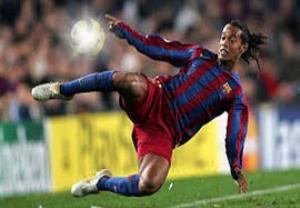 10 گل باور نکردنی از جادوگر فوتبال رونالدینیو