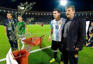 مراسم نمادین درختکاری قبل بازی آرژانتین - بولیوی