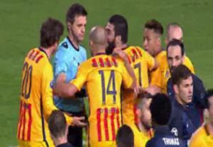 اشتباه عجیب داور در دقیقه 90 علیه بارسلونا