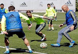 گلزنی زیدان در تمرینات رئال مادرید