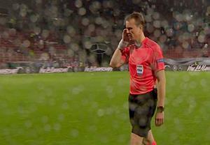 بارش شدید باران در بازی آلمان- اسلواکی