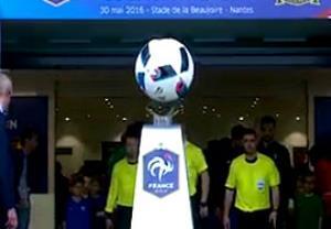 نمایش جالب و عجیب توپ قبل از بازی فرانسه و کامرون