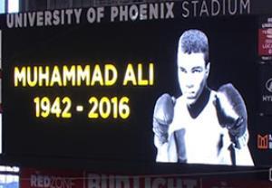 ادای احترام به محمد علی کلی در ابتدای بازی مکزیک - اروگوئه