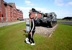 چالشی دیدنی در مقر فرماندهی ارتش بریتانیا!