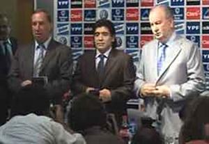 اخبارکوتاه: مارادونا بازهم سرمربی آرژانتین شد