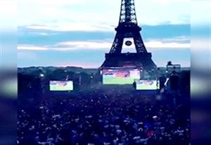 خوشحالی مردم فرانسه در اطراف برج ایفل پس از پنالتی گریزمان