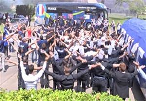 استقبال وایکینگی کارکنان هتل از تیم فرانسه
