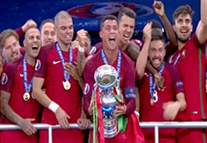 مراسم باشکوه اهدای جام یورو 2016 به پرتغال
