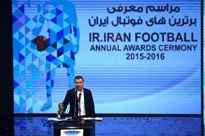 جایزه بهترین مربی فوتبال در دستان ویسی