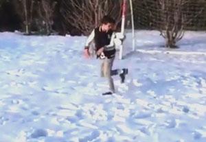 حرکت نمایشی پسر ون پرسی در برف!