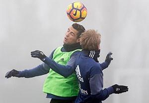 تمرین امروز بازیکنان رئال مادرید در شرایط بد آب و هوایی