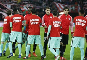 حرکت انسان دوستانه در آغاز بازی بیلبائو - بارسلونا