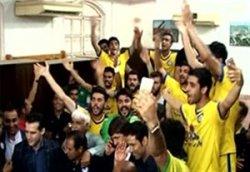 شادی باشگاه پارس جنوبی جم بعد از صعود به لیگ برتر