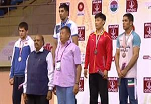 اهدای مدال برنز بهمن تیموری در کشتی آزاد قهرمانی آسیا