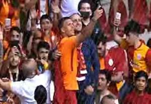 خداحافظی پودولسکی با هواداران تیم گالاتاسرای