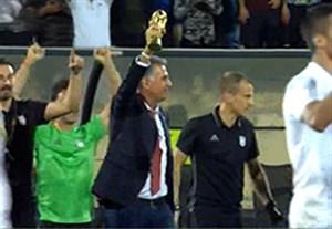 بالا بردن کاپ جام جهانی توسط کیروش پس از صعود ایران