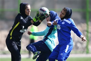 لیگ برتر فوتبال بانوان به تعویق افتاد
