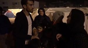 دیدار بختیار رحمانی با خانواده اش در منطقه زلزله زده سرپل ذهاب