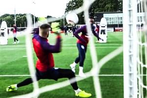 چالش شوت به دروازه در تمرینات تیم انگلیس