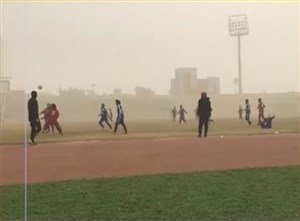 حواشی بازی  بانوان استقلال خوزستان و راهیاب ملل سنندج در گرد و غبار