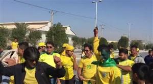 هواداران پرشور صنعت نفت ٣ ساعت پیش از شروع بازی با استقلال