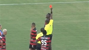 توقف بازی باهایا و ویتوریا پس از اخراج 9 بازیکن ( دربی برزیل )