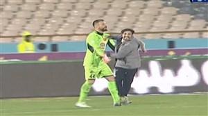 ورود جیمی جامپ در جریان بازی پرسپولیس - استقلال خوزستان