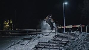 حرکات نمایشی و دیدنی اسکی در شرایط سخت