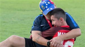 برآورده کردن آرزوی کودک معلول توسط دیگو مارادونا
